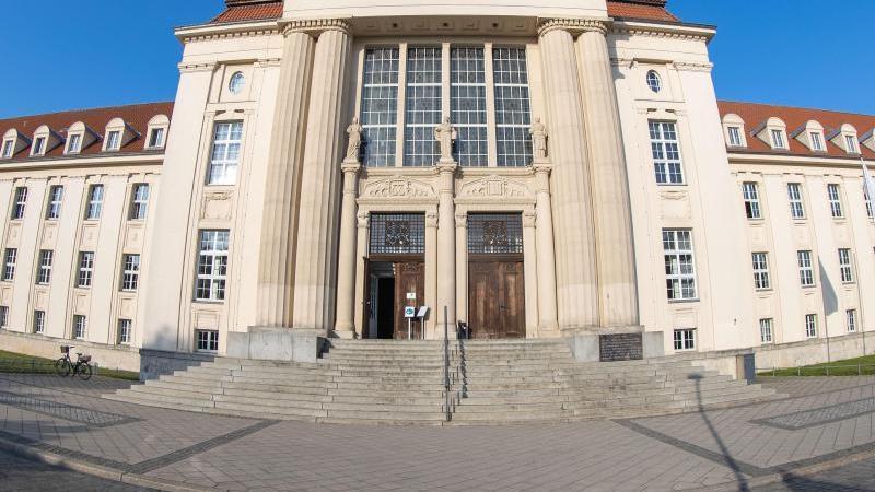Das Gebäude des Landgerichts Schwerin am Demmler-Platz. Foto: Jens Büttner/dpa-Zentralbild/ZB
