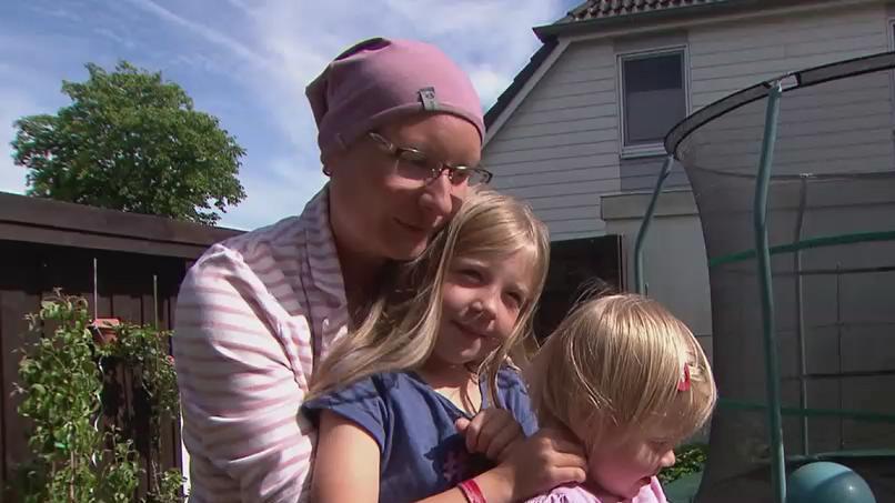 Stefanie Ewald mit ihren Töchtern Neele und Lenja