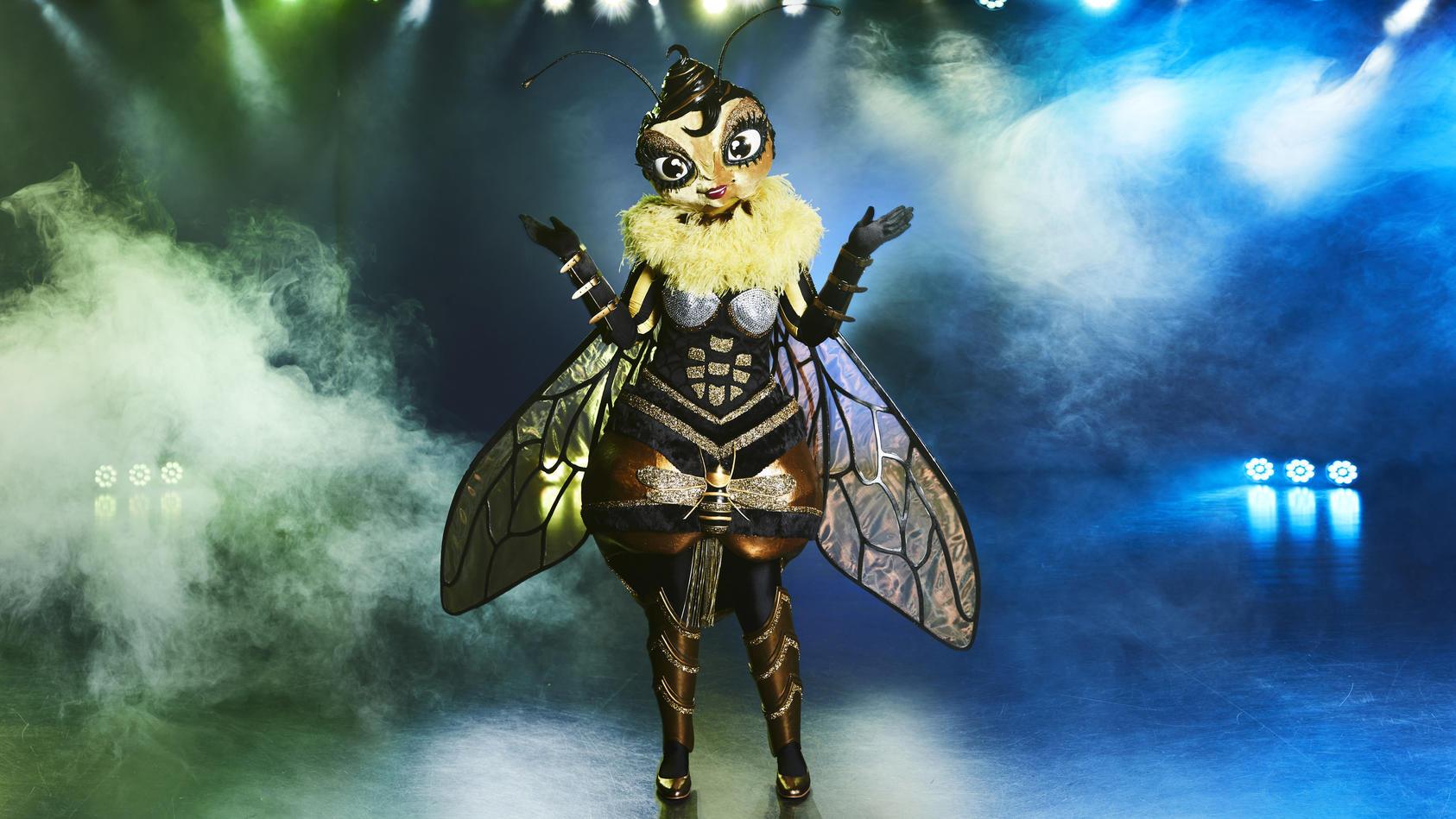 """Am ersten """"The Masked Singer""""-Abend musste die Biene ihr Kostüm lüften."""