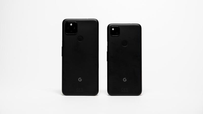 Größer und günstiger: Das Pixel 4a (links) hat etwas mehr Display als das Pixel 5 (rechts). Foto: Zacharie Scheurer/dpa-tmn