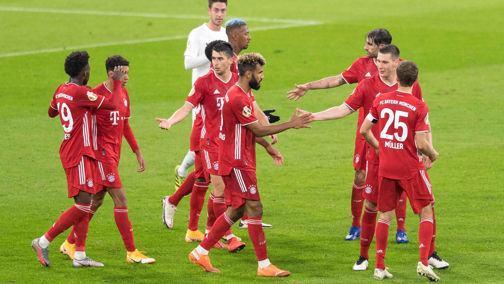 Fußball, DFB-Pokal, 1. FC Düren - FC Bayern München Im Bild Bayern Torjubel bejubelt Tor 2:0. München Allianz Arena Bay