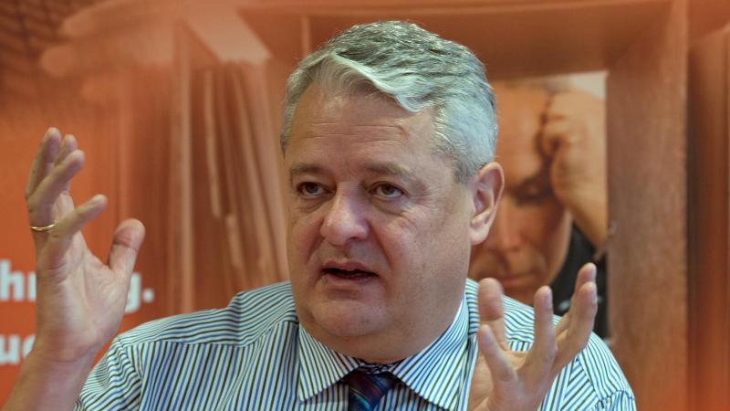 Der Thüringer Datenschutzbeauftragte Lutz Hasse spricht auf einer Pressekonferenz. Foto: Sebastian Kahnert/zb/dpa/Archivbild