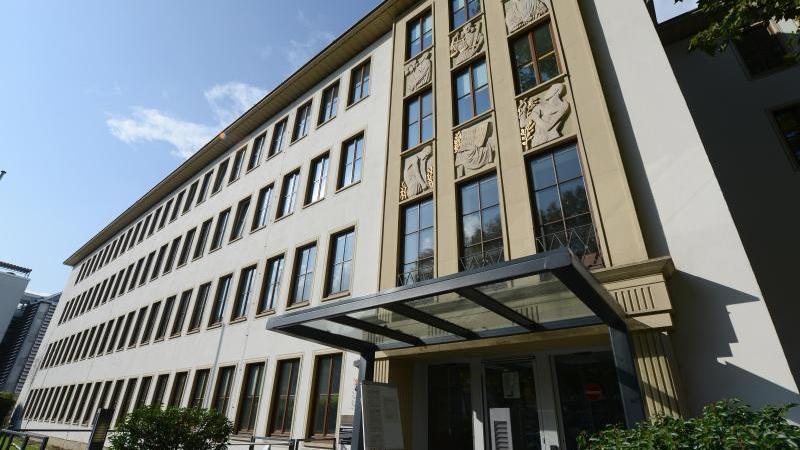 Das Gebäude des Landgerichts Trier. Foto: Harald Tittel/dpa/Archivbild