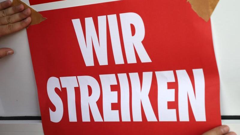 Die GEW hat zu einem Warnstreik aufgerufen. Foto: Bernd Wüstneck/dpa/Archivbild