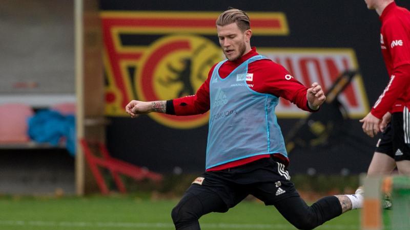Loris Karius, neuer Torwart beim 1. FC Union Berlin, in Aktion auf dem Trainingsplatz. Foto: Christophe Gateau/dpa/Archiv