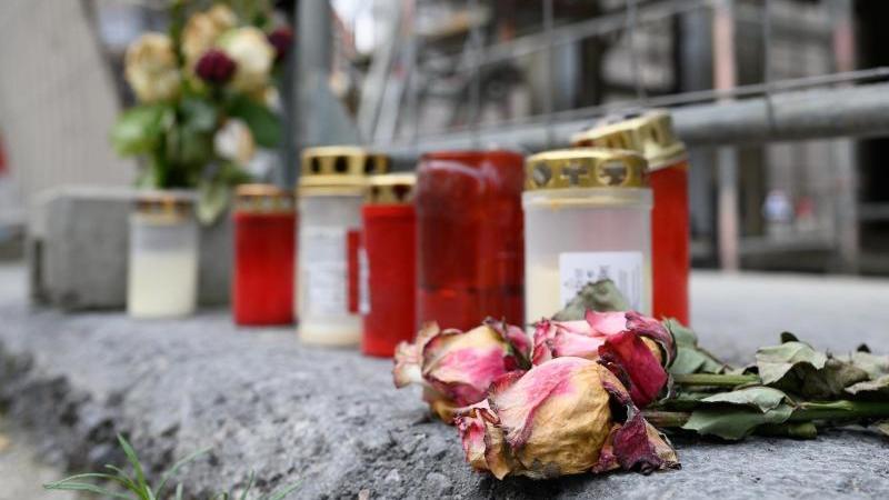 Gedenkstelle für die Opfer einer Messerattacke inDresden. Foto: Sebastian Kahnert/dpa-Zentralbild/dpa