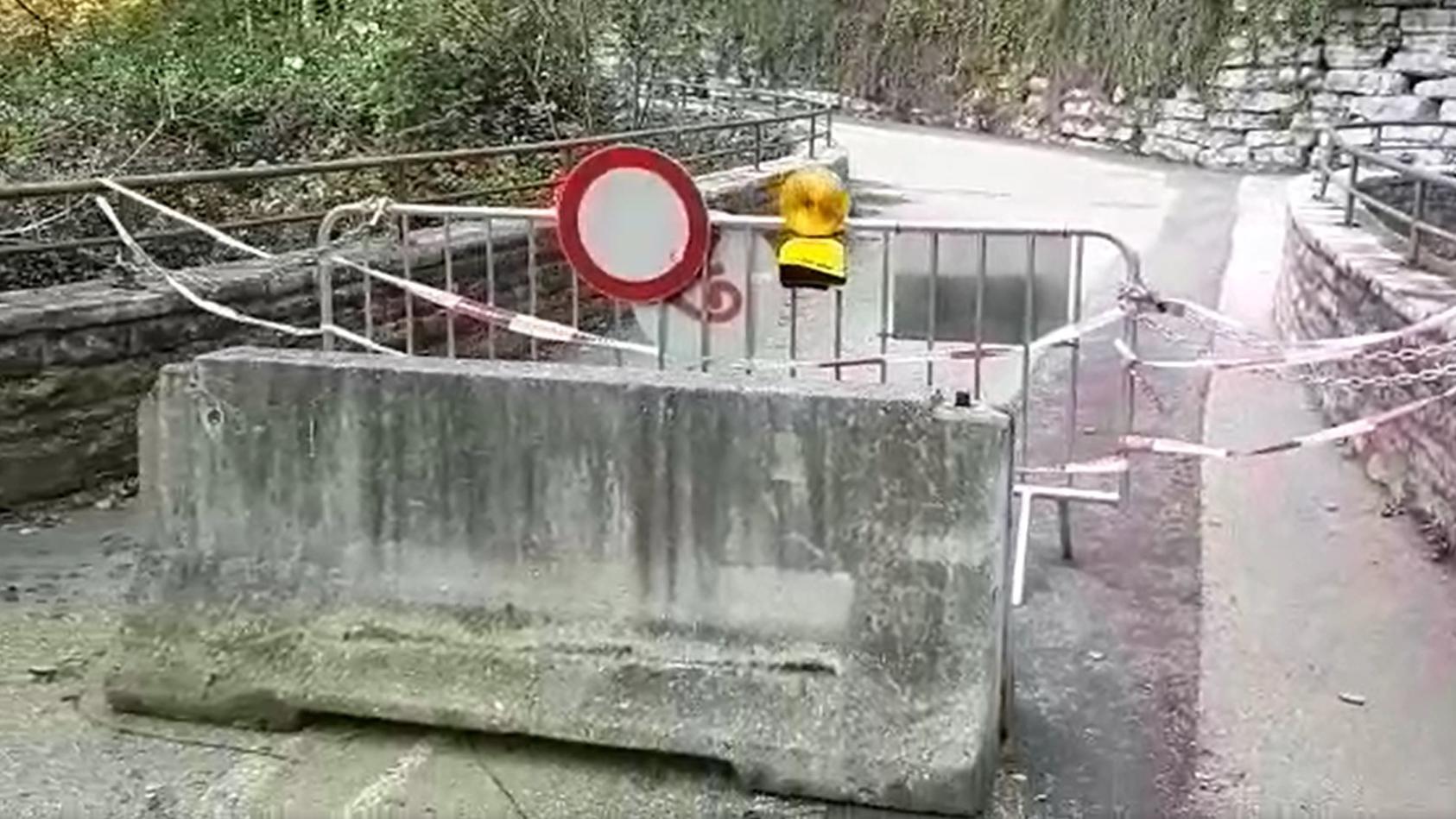 Diese Beton-Sperren stehen jetzt an vier Ortseinfahrten von Kuchl.