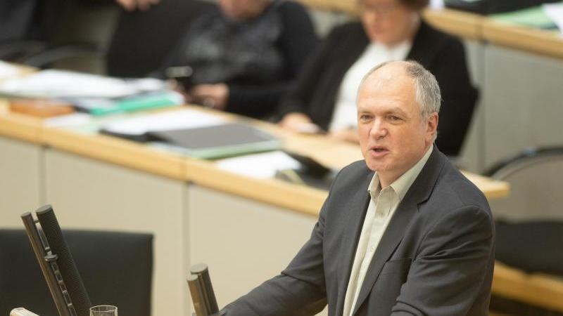 Thomas Lippmann (Die Linke) spricht im Landtag von Sachsen-Anhalt. Foto: Klaus-Dietmar Gabbert/dpa-Zentralbild/ZB/Archivbild