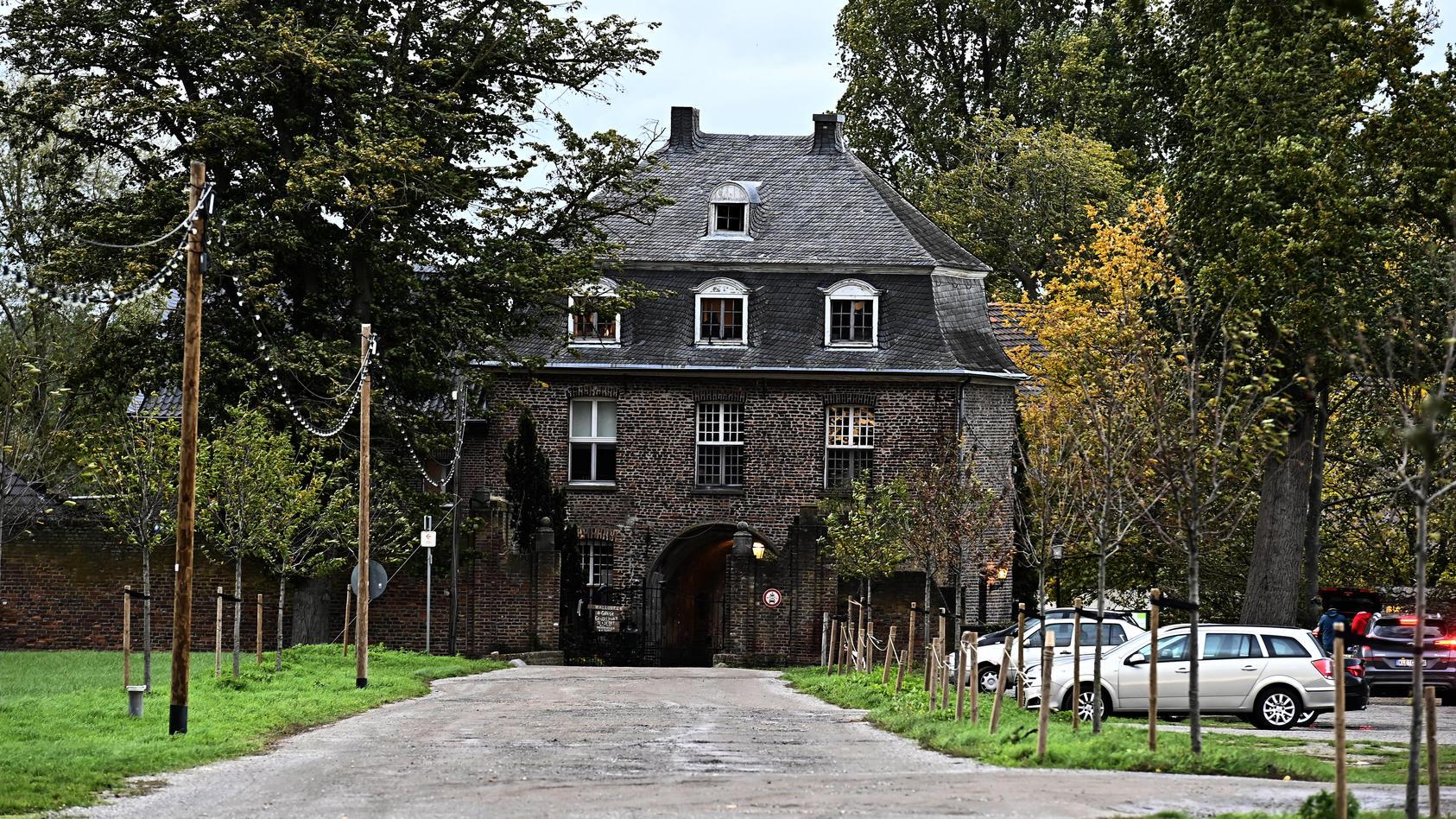 Die Sekte soll eine Event-Location auf dem Gelände eines ehemaligen Klosters betrieben haben.