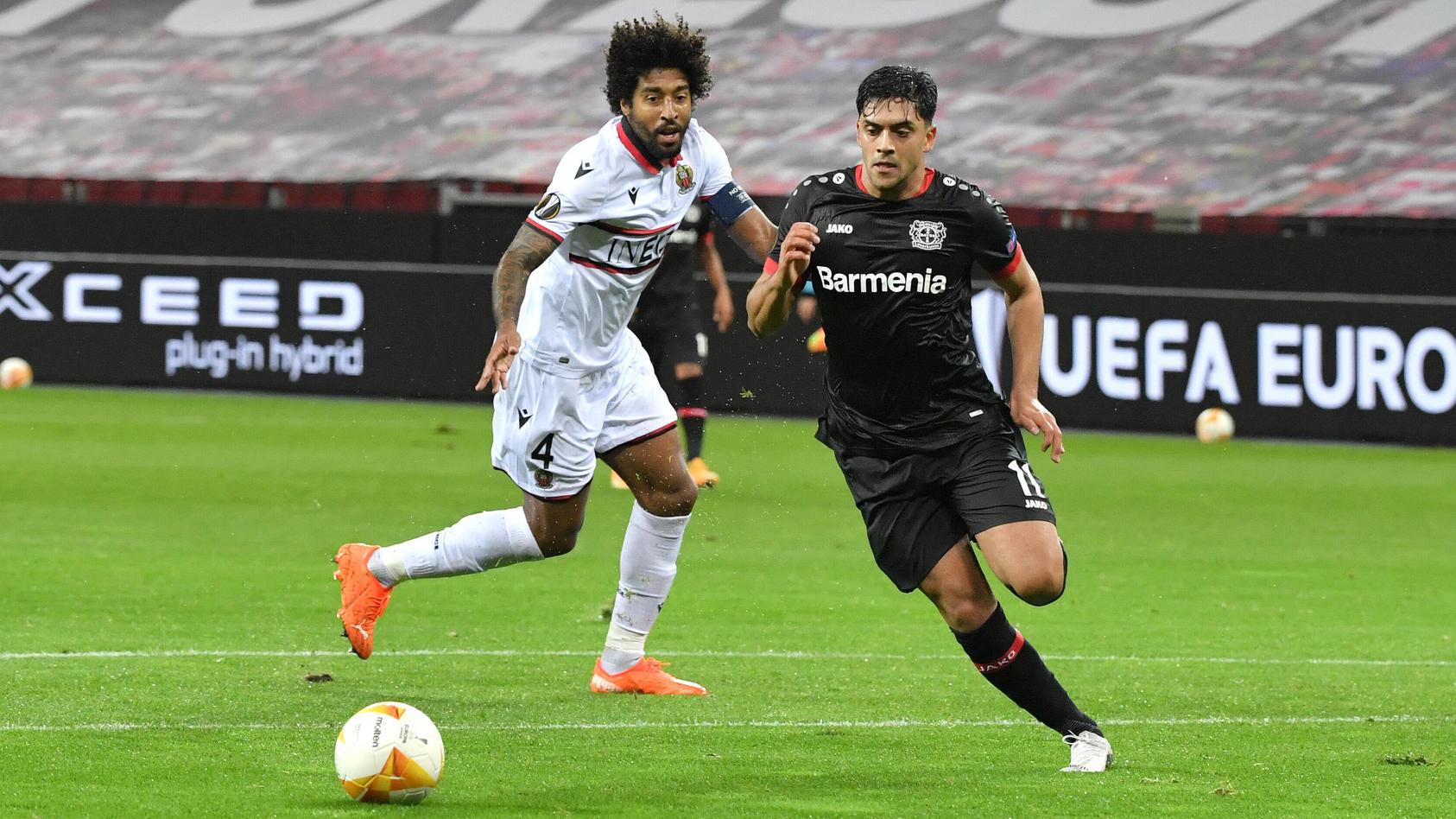 Nadiem Amiri (Bayer 04 Leverkusen) erzielt das Tor zum 1:0  gegen Dante (OGC Nizza)