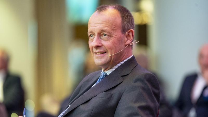 Ex-Unionsfraktionschef Friedrich Merz (CDU) hält eine Rede. Foto: Axel Heimken/dpa