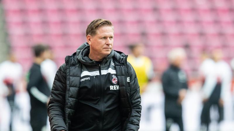 Kölns Trainer Markus Gisdol steht am Spielfeldrand. Foto: Marcel Kusch/dpa