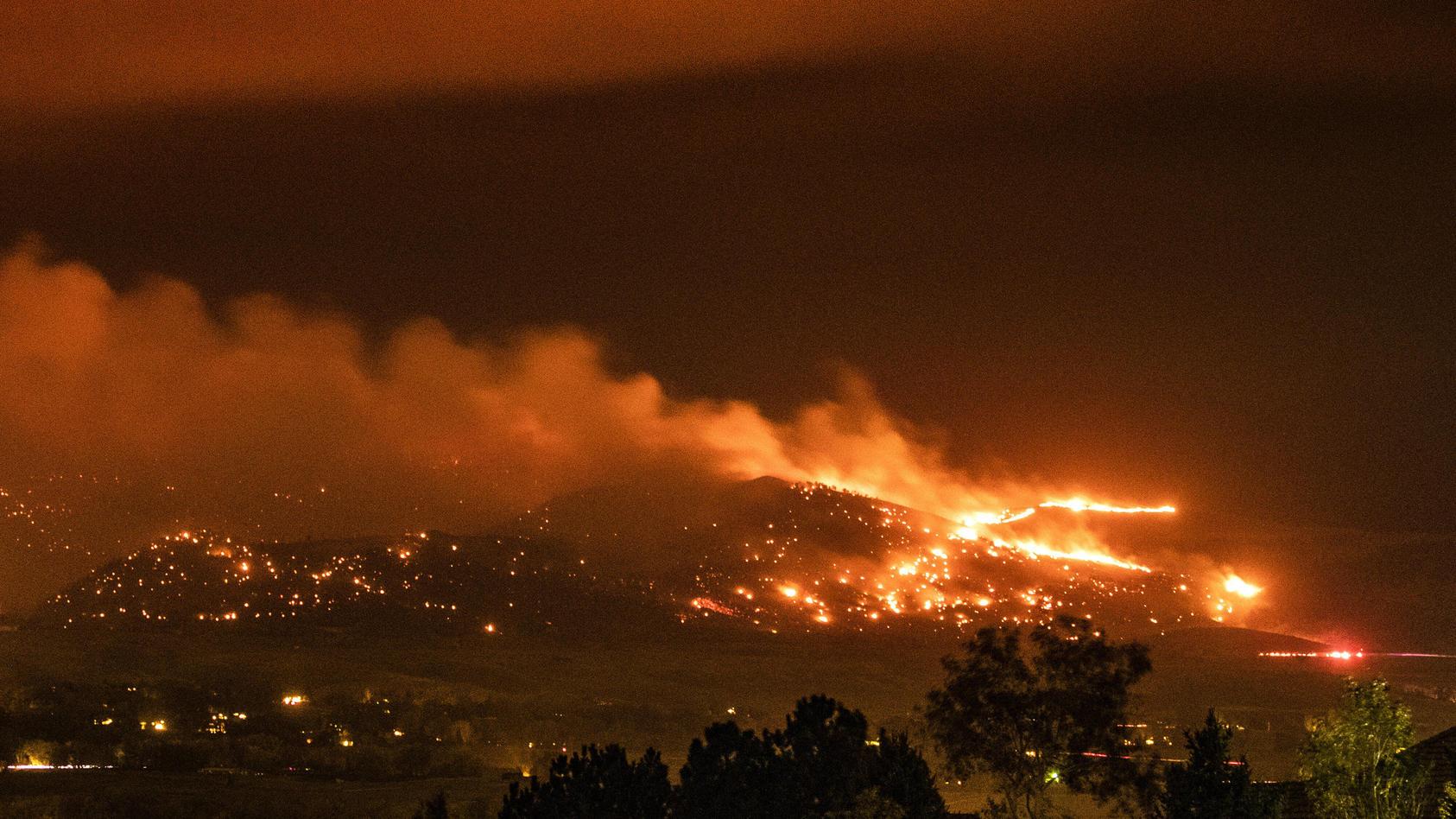 Ein Waldbrand in Colorado hat sich über Nacht rasant ausgebreitet und zum viertgrößten Feuer in der Geschichte des US-Bundesstaats entwickelt.