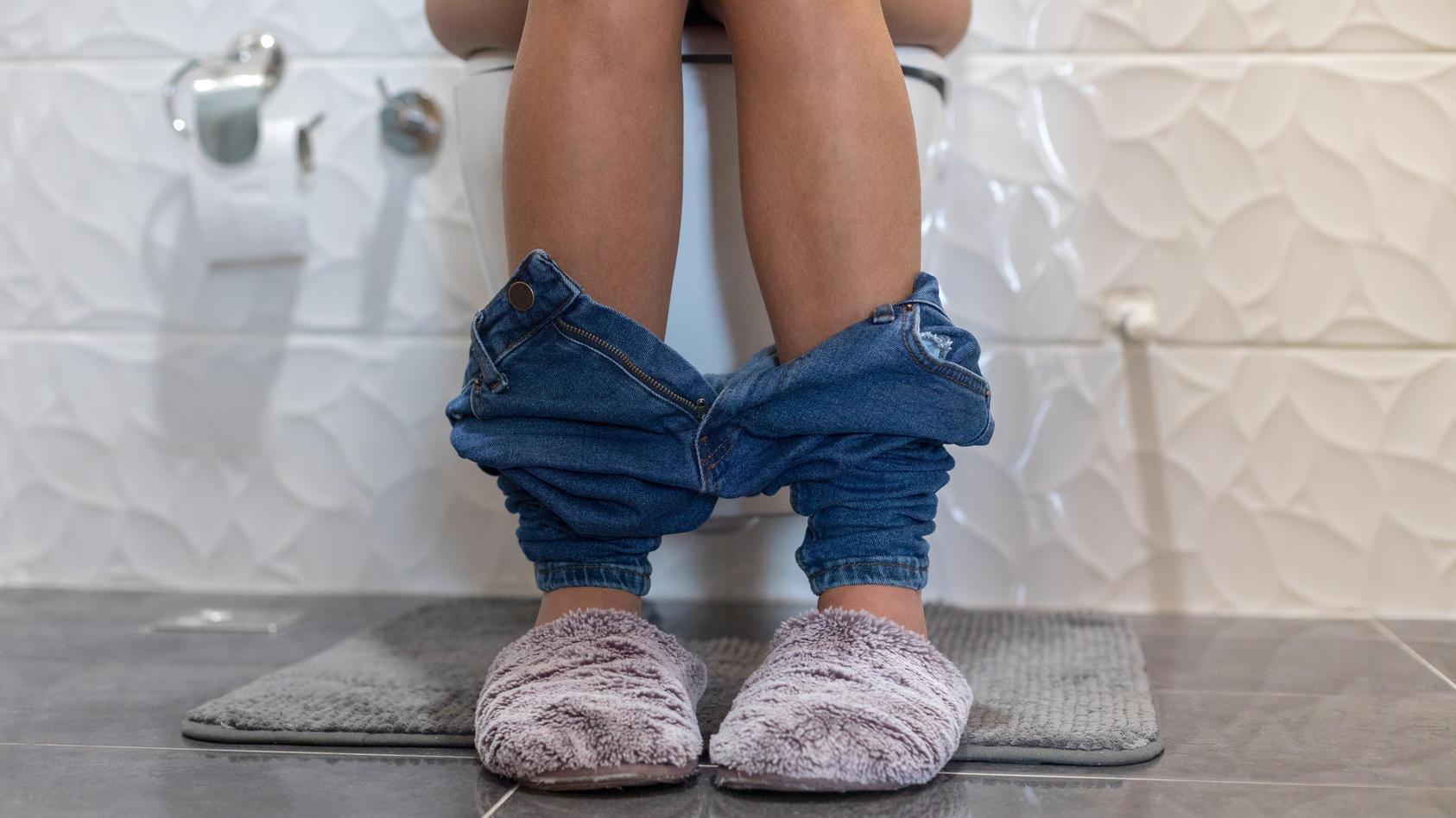 Auch im Homeoffice sollte man die Toilette nicht häufiger aufsuchen, als dringend nötig.