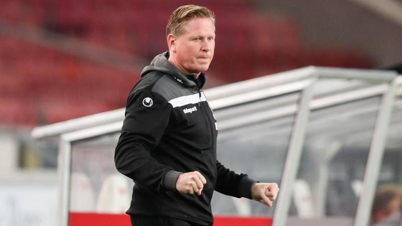 Strahlt trotz der aktuellen schwarzen Sieglos-Serie Optimismus aus: Kölns Trainer Markus Gisdol. Foto: Tom Weller/dpa