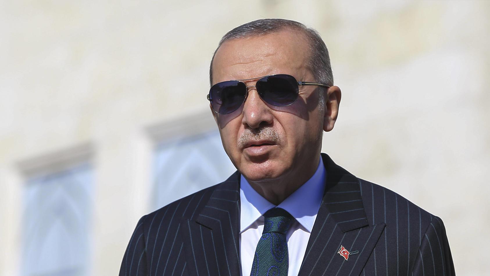 """Der türkische Präsident Recep Tayyip Erdogan hat die Durchsuchung einer Moschee in Berlin durch die Polizei als """"islamfeindlich"""" und """"rassistisch"""" kritisiert."""
