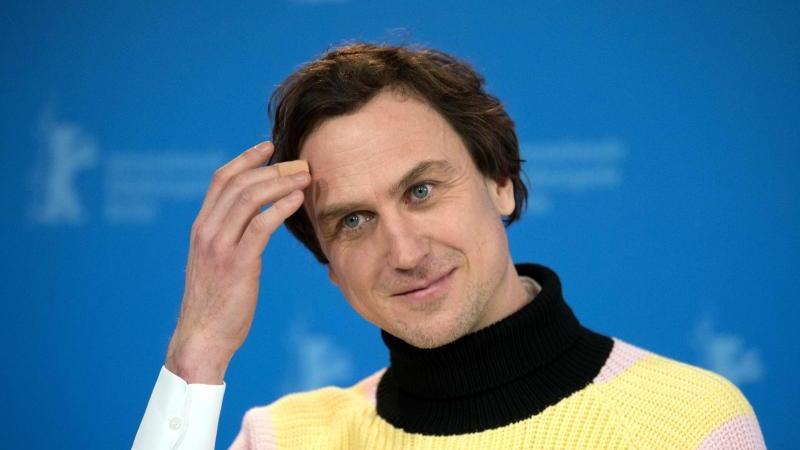 Der Schauspieler Lars Eidinger würde nie an einen FKK-Strand gehen. Foto: Jörg Carstensen/dpa