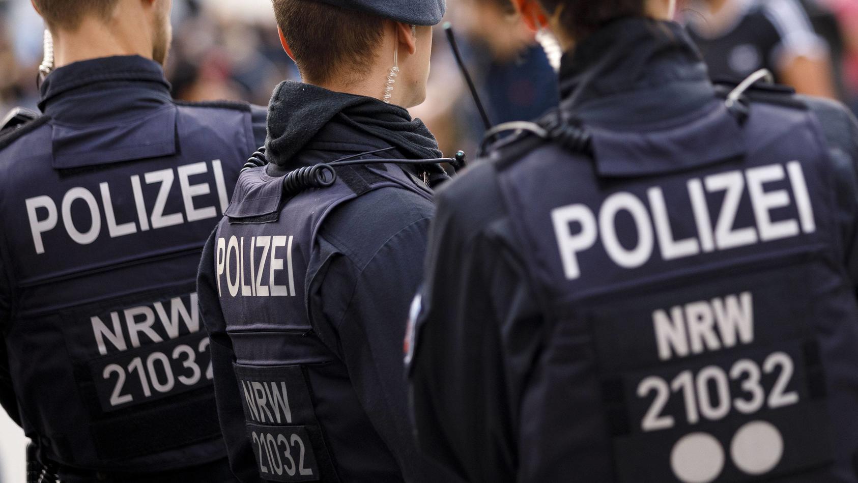 Mitten in der Kölner Innenstadt wurde am Freitagabend ein 25-jähriger Mann niedergestochen.