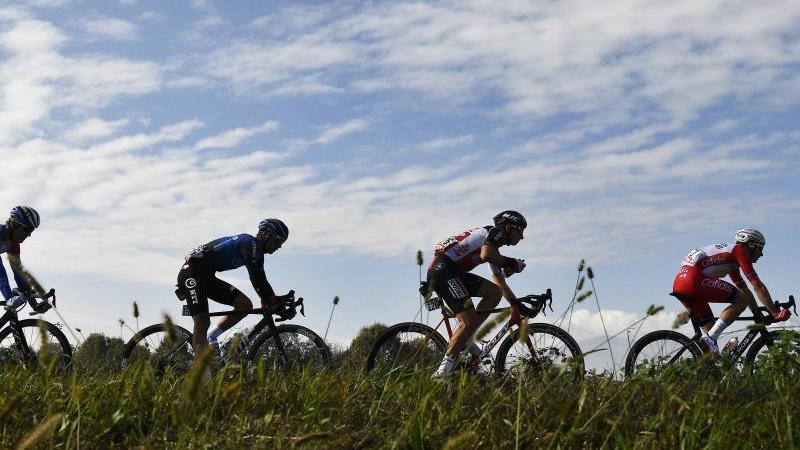 Das Fahrerfeld aufder 20. Giro-Etappe. Foto: Fabioferrari/LaPresse via ZUMA Press/dpa