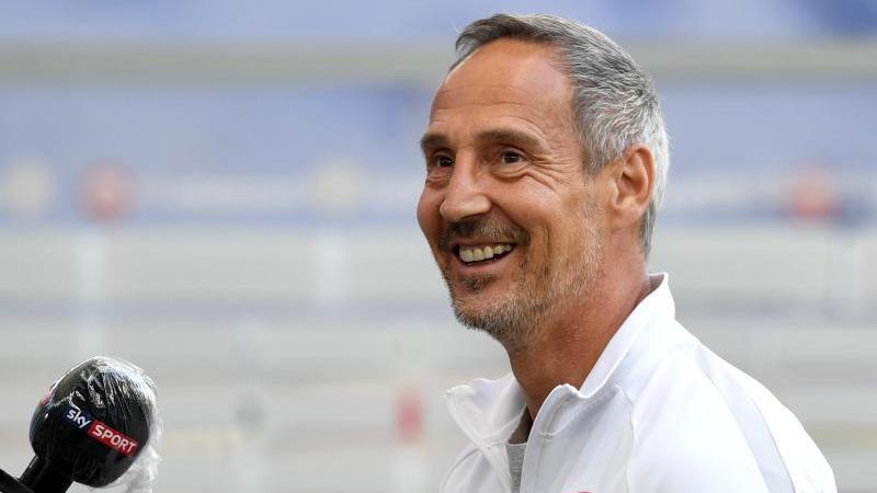 Cheftrainer Adi Hütter von Eintracht Frankfurt kommt zum Interview. Foto: Arne Dedert/dpa-Pool/dpa/Archivbild