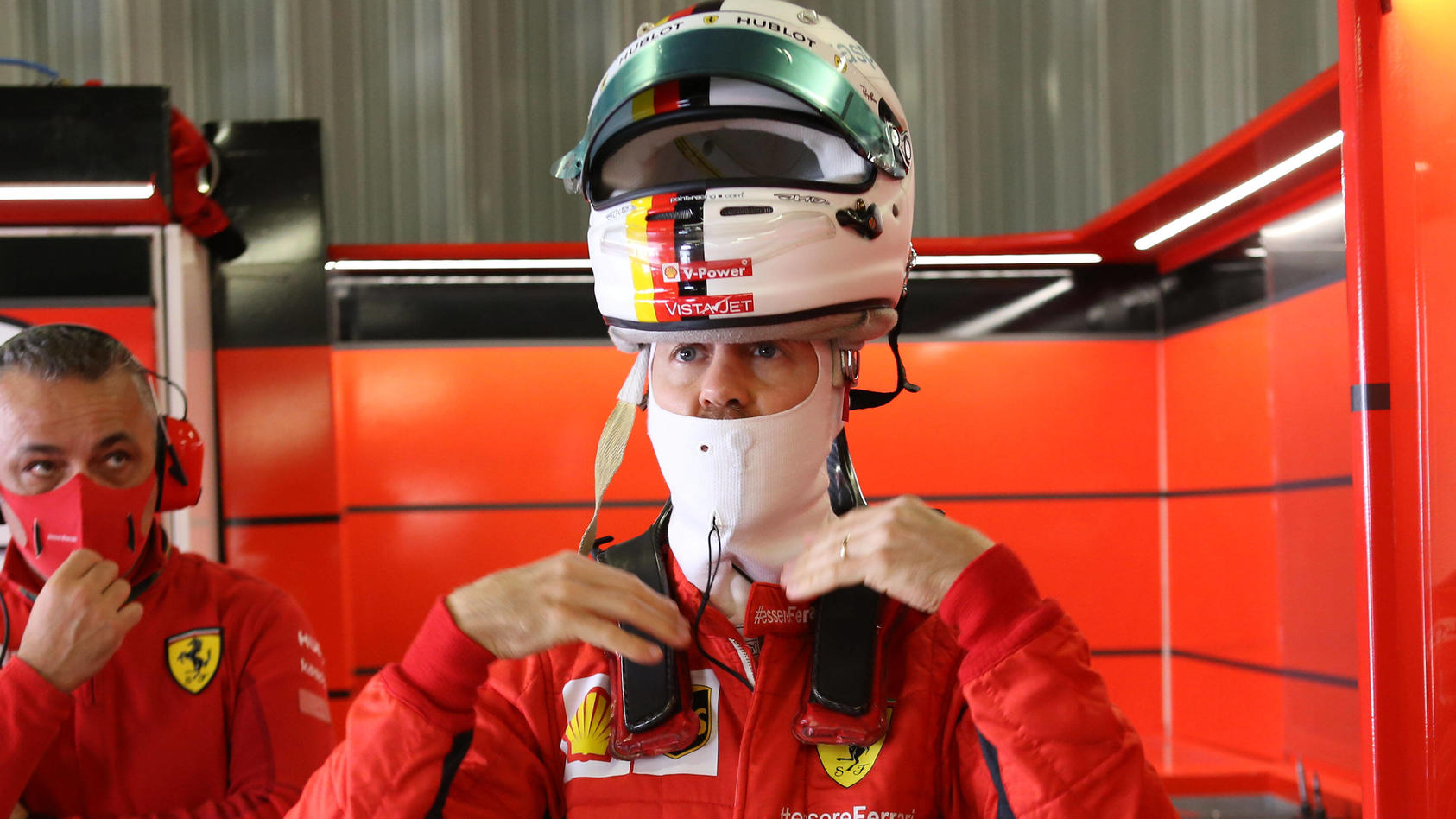 Sebastian Vettel hatte nach dem verkorksten Qualifying in Portimao den Helm auf
