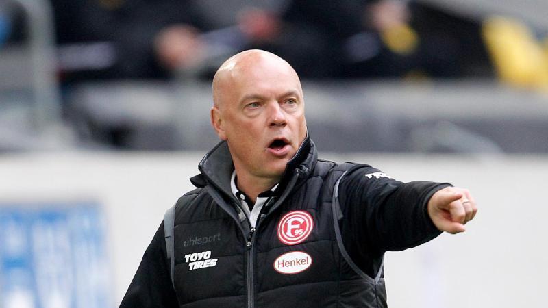 Der Düsseldorfer Trainer Uwe Rösler. Foto: Roland Weihrauch/dpa/Archivbild