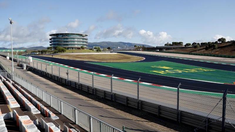 Die WM-Runde zwölf führt die Formel 1 auf einen neuen Kurs, ebenso mitreißend wie anspruchsvoll - das Autodromo Internacional do Algarve. Foto: Armando Franca/AP/dpa