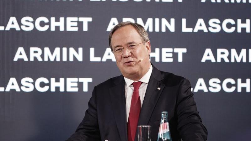 Armin Laschet ist einer der drei Kandidaten für den Bundesvorsitz der CDU - und würde die Wahl gerne verschieben. Foto: Michael Kappeler/dpa-pool/dpa