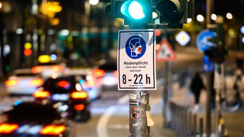 Erneut mehr als 10.000 Corona-Neuinfizierte - Frankfurt reagiert mit einer Verschärfung der Maßnahmen. Foto: Andreas Arnold/dpa