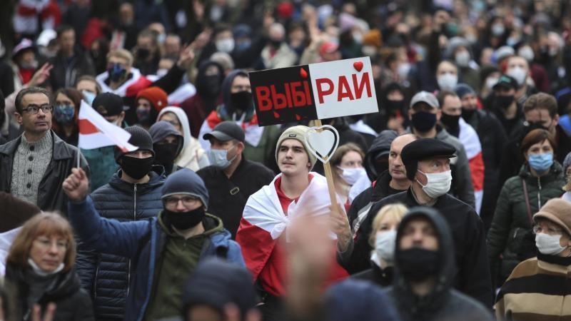 Mehr als 100.000 Menschen sind inBelarus erneut gegen Machthaber Lukaschenko auf die Straße gegangen. Foto: Uncredited/AP/dpa