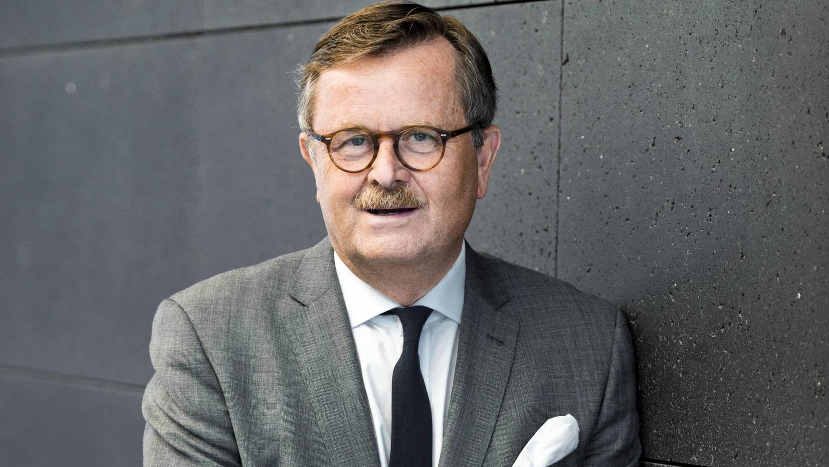 Frank Ulrich Montgomery, Praesident der Bundesaerztekammer, schätzt die Corona-Lage im ntw-Interview ein.