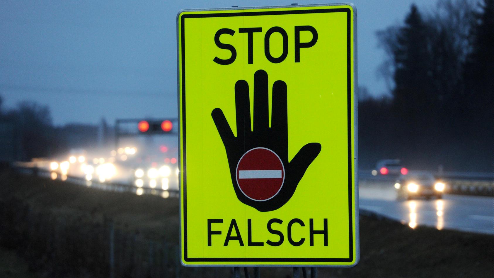 Mit mehr als vier Promille Alkohol im Blut ist ein Lkw-Fahrer bei Helmstedt entgegen der Fahrtrichtung auf die Autobahn 2 gefahren (Symbolbild).