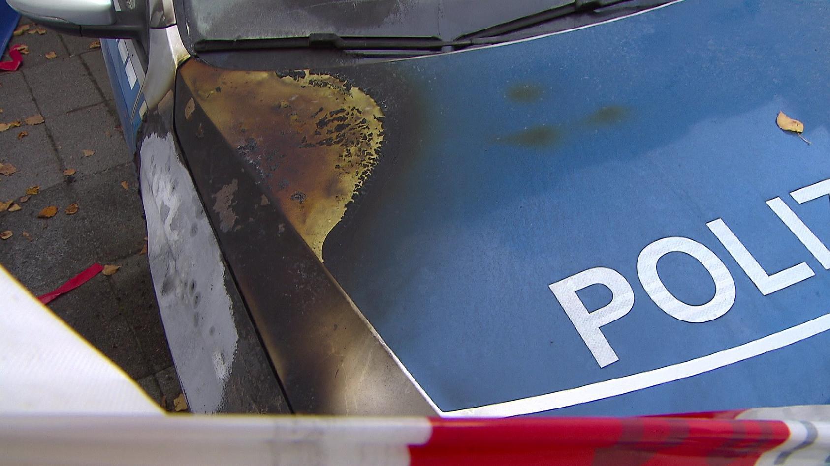 Der beschädigte Streifenwagen der Polizei Bremen
