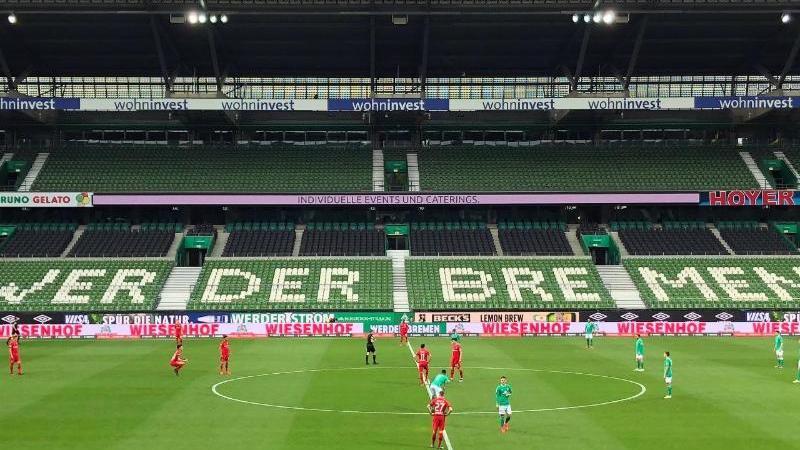 Blick in das Stadion während eines Spiels. Foto: Lars Reinefeld/dpa-Pool/dpa/Archivbild