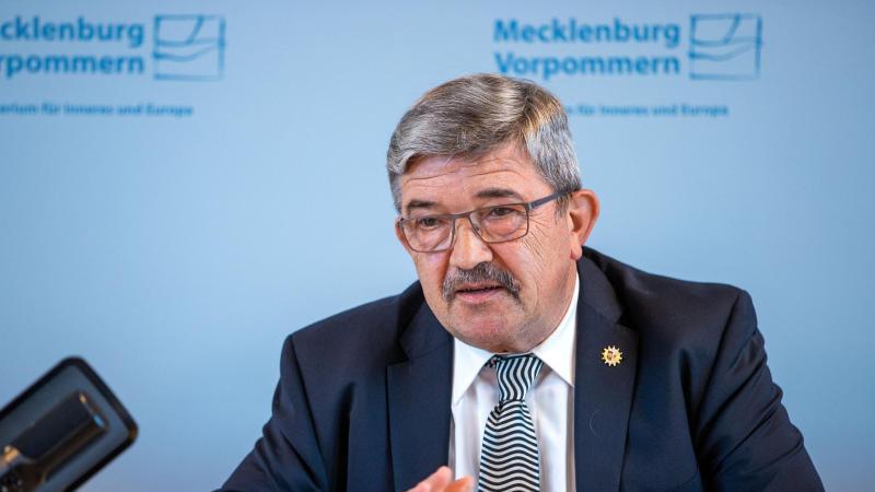 Lorenz Caffier, der Innenminister von Mecklenburg-Vorpommern. Foto: Jens Büttner/dpa-Zentralbild/ZB/Archivbild