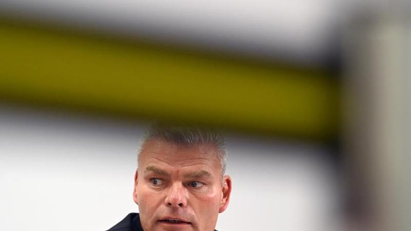 Holger Stahlknecht, der Innenminister von Sachsen-Anhalt. Foto: Hendrik Schmidt/dpa-Zentralbild/dpa/Archivbild