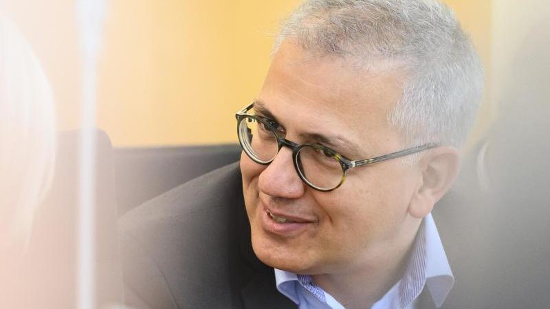 Hessens Wirtschaftsminister Tarek Al-Wazir (Grüne). Foto: Silas Stein/dpa/Archivbild
