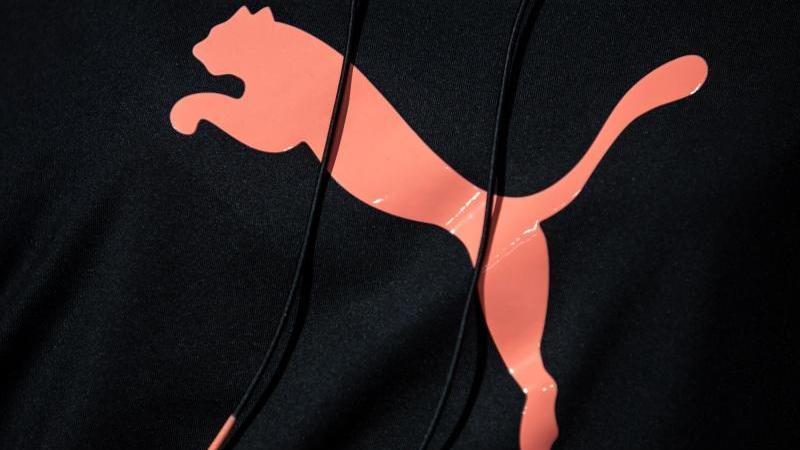 Das Puma-Logo ist zu sehen. Foto: Daniel Karmann/dpa/Archivbild