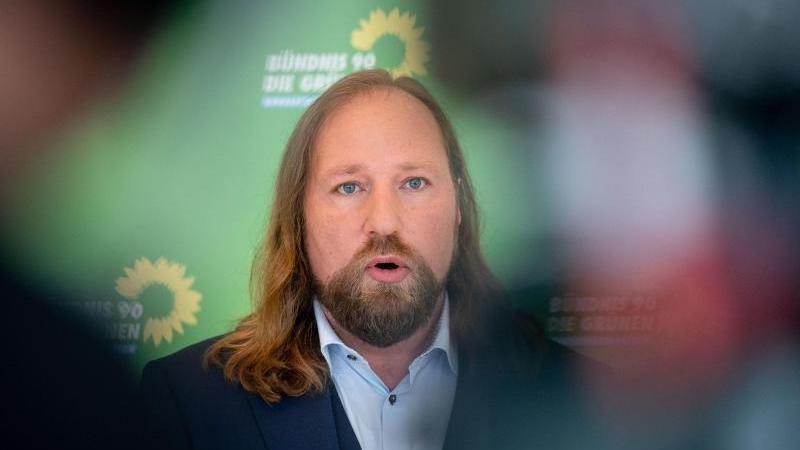 Anton Hofreiter (Bündnis 90/Die Grünen) gibt ein Pressestatement. Foto: Kay Nietfeld/dpa/Archivbild