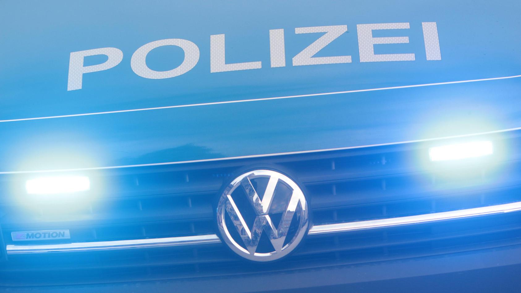 Einsatzwagen der Polizei bei einem Einsatz in der Innenstadt München, Bayern, Deutschland *** Police car during an oper
