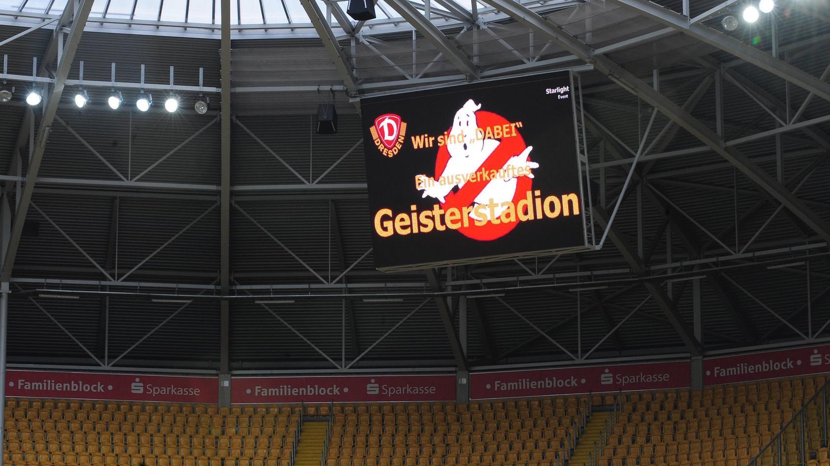 Geisterstadion, keine Zuschauer, leeres Stadion, Anzeigetafel, Geister, SG Dynamo Dresden, Geisterspiel, Spiel ohne Zus