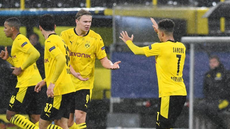 Jadon Sancho (r) und Erling Haland sorgten für den Dortmunder Sieg gegen St. Petersburg. Foto: Bernd Thissen/dpa