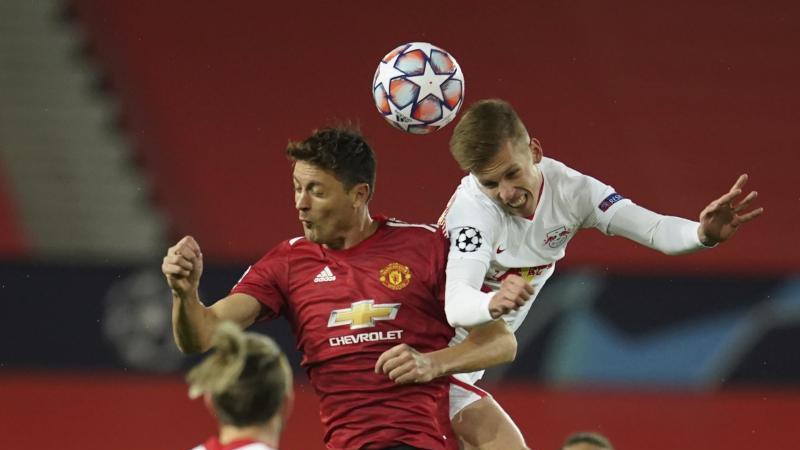 Nemanja Matic von Manchester United und der Leipziger Daniel Olmo (l-r.) in Aktion. Foto: Dave Thompson/AP/dpa