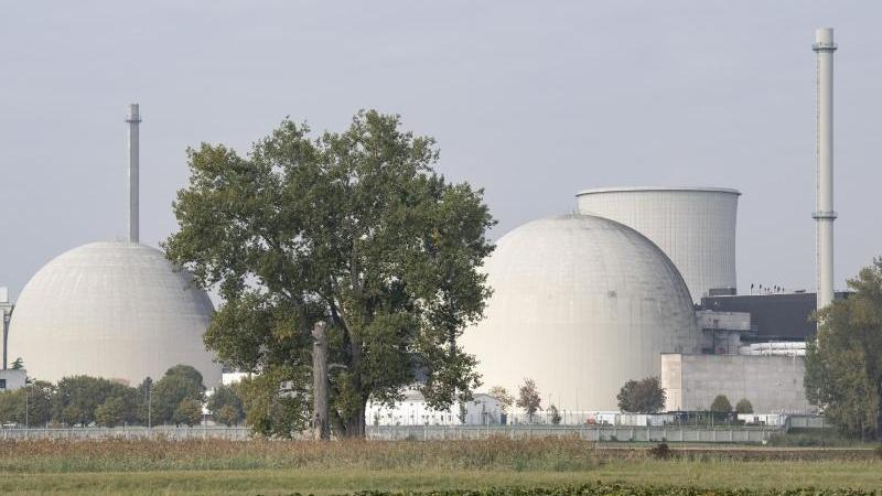Das Atomkraftwerk Biblis in Südhessen. Foto: Boris Roessler/dpa/Archivbild