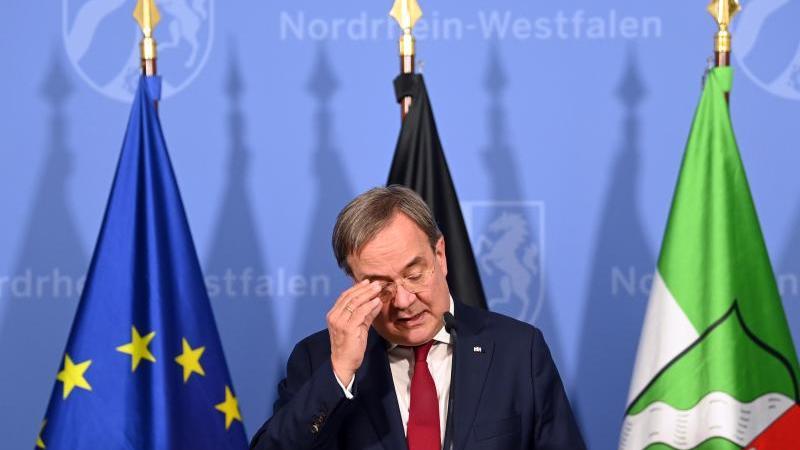 NRW-Ministerpräsident Armin Laschet (CDU) gibt in der Staatskanzlei ein Pressestatement. Foto: Federico Gambarini/dpa-Pool/dpa