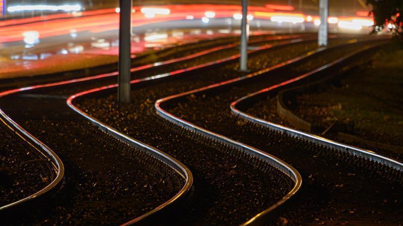 Straßenbahngleise. Foto: Robert Michael/dpa-Zentralbild/dpa/Archivbild