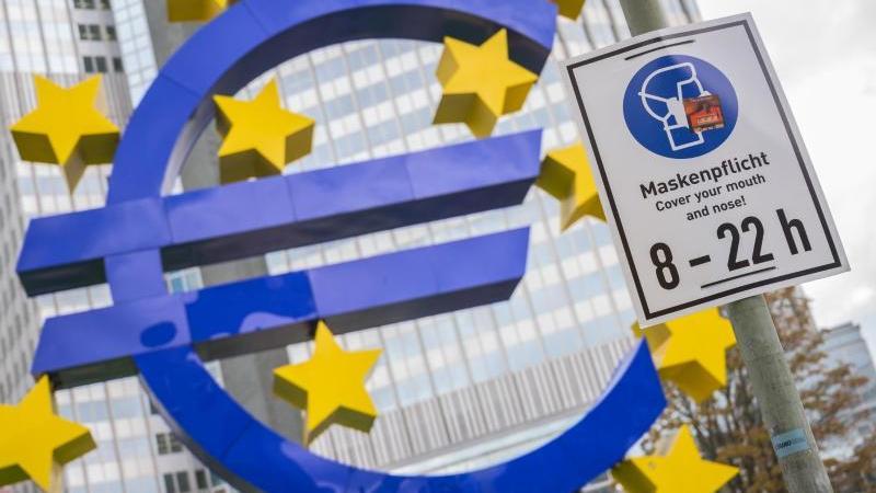 Bei den Zinsen hat die EZB wenig Spielraum. Der Leitzins im Euroraum liegt seit viereinhalb Jahren auf dem Rekordtief von null Prozent. Foto: Andreas Arnold/dpa