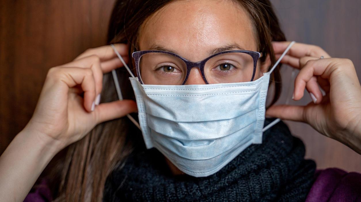 Auch für die Maskenprobleme von Brillenträgern gibt es Lösungen