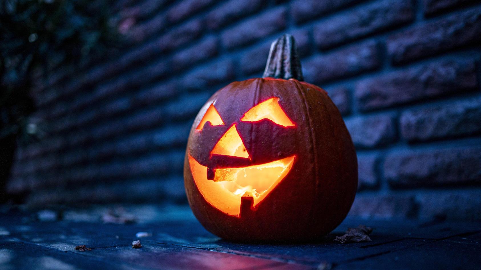 Wegen eines Streits um eine Halloween-Party hat ein Jugendlicher seinen Kumpel mit einem Messer verletzt. (Symbolbild)