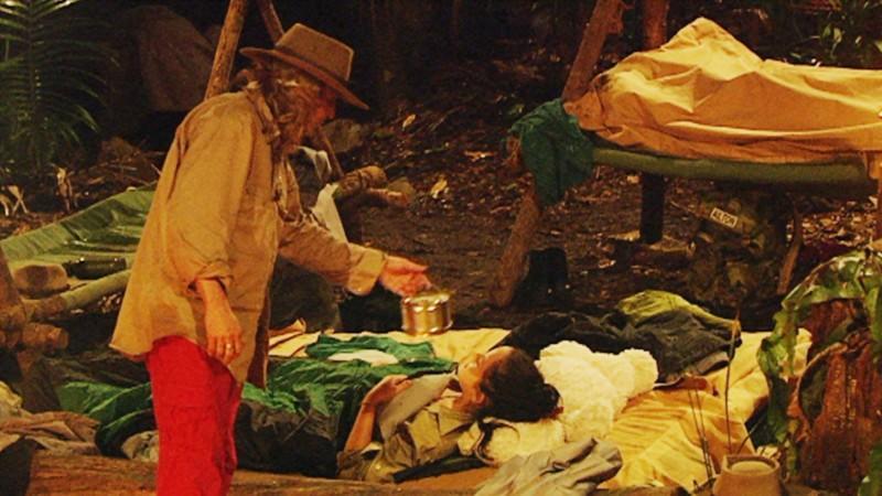 Dschungelcamp 2012-Kandidat Vincent Raven räuchert alle in den Schlaf.